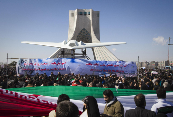 Banner on the anniversary of the Islamic Revolution: Israel must be wiped off the scene.